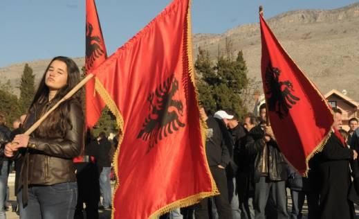 protest Albanaca u Tuzima