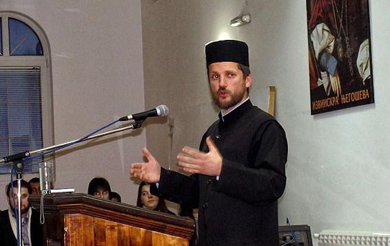 Gojko Perovic 2 Избацују Његоша и Светог Саву, а насилно убацују ЛГБТ идеологију