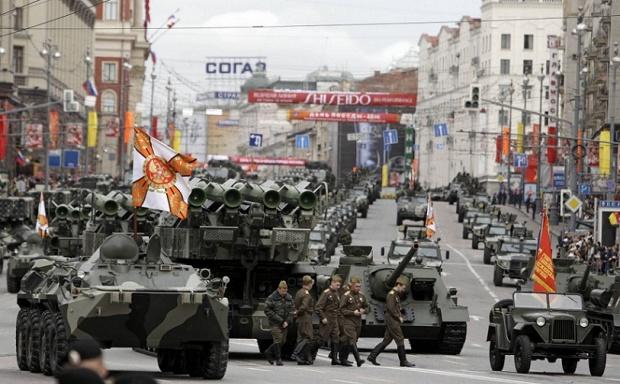 rusija tenkov proba 2010_620x0