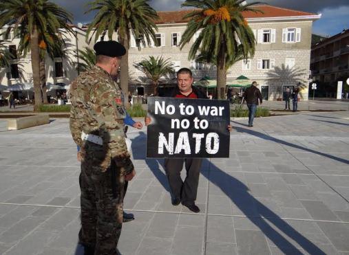 Gojko Raicevic u Tivtu 4 Трибина у Никшићу: Агресија НАТО а ни данас не престаје