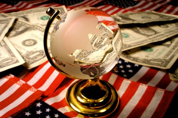 dolar amerika imperija vladari imperijalizam 600x399 Поглед младог Руса на Америку: Волели смо те, протраћила си морални капитал и сад полако умиреш