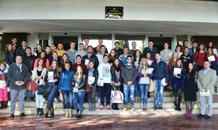 NATO zloupotrebe učenici Како Министарство просвјете прави НАТО јаничаре