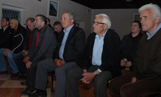 Sa tribine Mirovnog pokreta Ne u rat Ne u NATO u zupskom selu Carine 02 Чланство у НАТО је пут у ратове за туђе интересе