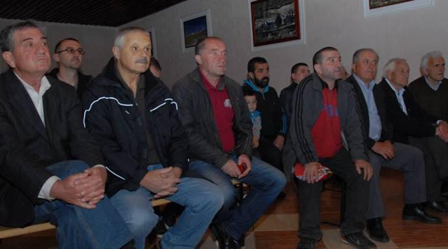 Sa tribine Mirovnog pokreta Ne u rat Ne u NATO u zupskom selu Carine 04 Чланство у НАТО је пут у ратове за туђе интересе