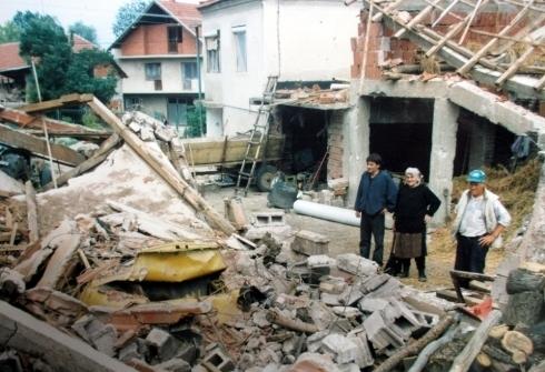 bombardovanje NATO Srbije 08 Годишњица НАТО бомбардовања центра Ниша: Касетне бомбе сијале смрт (ВИДЕО)