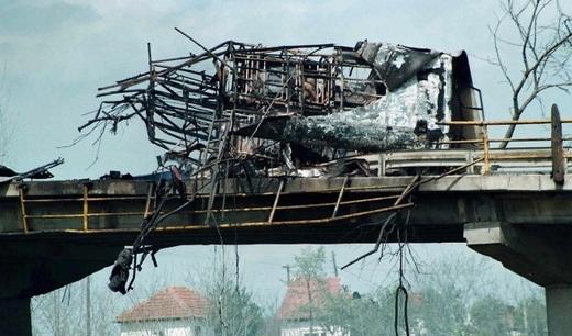 bombardovanje nato nis ekspres autobus ,,Не у рат, не у НАТО: Не прихватамо извињење за једнократне употребе