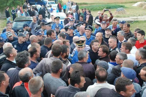 fotonk10 Рудари одбили Каварића, ноћили на барикади у Рубежу