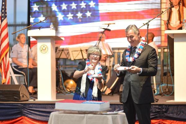Milo Djukanovic -americka ambasada 04