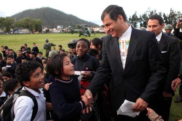 Rafael_Correa_en_Otavalo