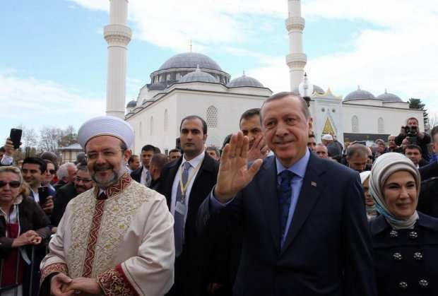 erdogan-gomez-fonet-3-april-2016-1466098109-930465