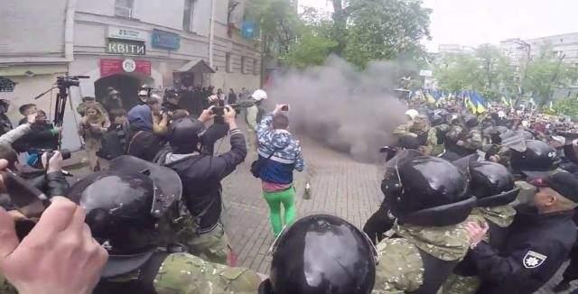 """Хаос у Украјини: Нападнути учесници """"Бесмртног пука"""" (ВИДЕО)"""