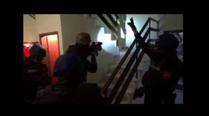 policija 409x227 Акција полиције: Претресли 60 локација, хапсили по Будви, Бару и Улцињу (ВИДЕО)