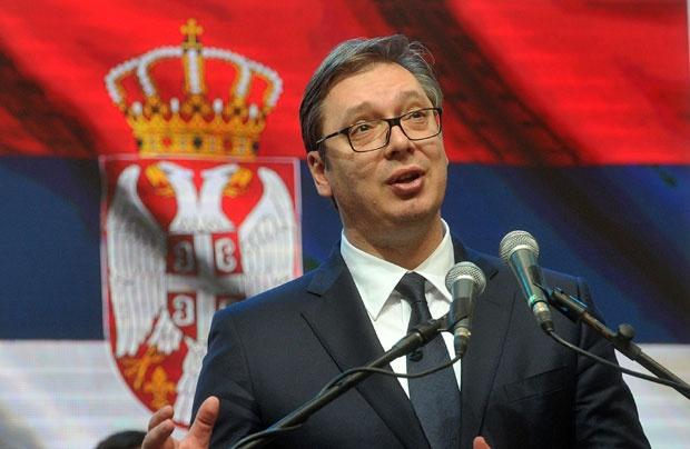 Aleksandar Vučić zastava Srbije 009, politika