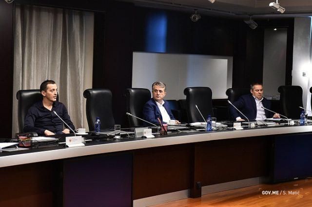 Влада Црне Горе вечерас одлучила: Вјерницима забрањен улаз у цркву!