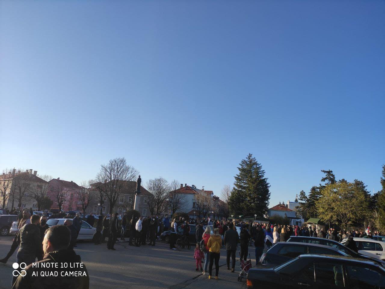 (ВИДЕО) Народ уз министра правде: Протестне шетње, блокаде путева